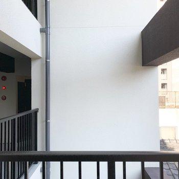 眺望は共用廊下。