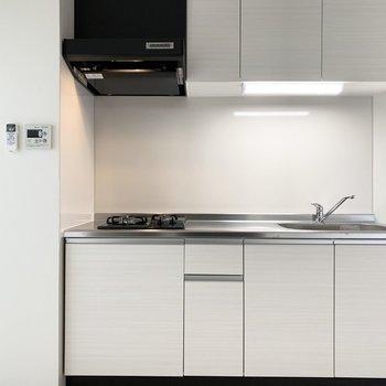 キッチンはホワイトでスッキリ。