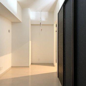 デザインウォールの裏側。ここは寝室かな。
