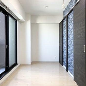 こちらがクローゼットと繋がっている洋室です。(※写真はクリーニング前)