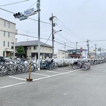 羽村駅のそばに広大な駐輪場がありました。