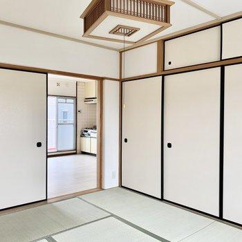 キッチンがチラ見えするこの距離感がいいんです。