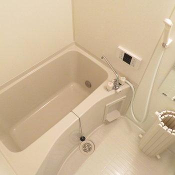 お風呂は追い炊き機能もあり◎