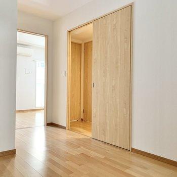 【洋室】洋室から廊下にも出られます。