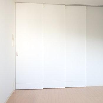 扉を閉めると、ひと部屋できます。