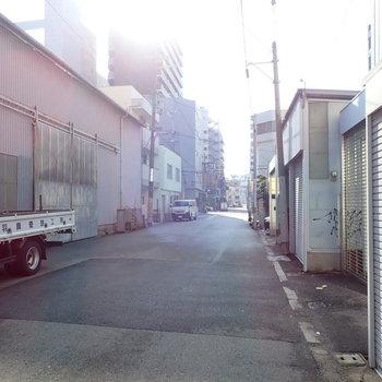周辺は工場が多く、観光客の方などは見かけなかったです。