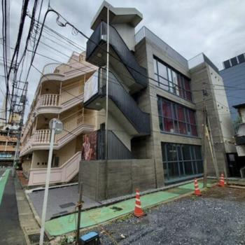道路側に階段がある構造なので、通行する人の目も気になりません。