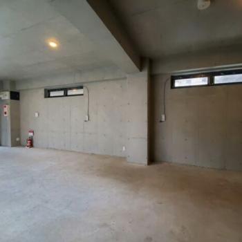 1階オフィスです。コンクリートでシンプルに