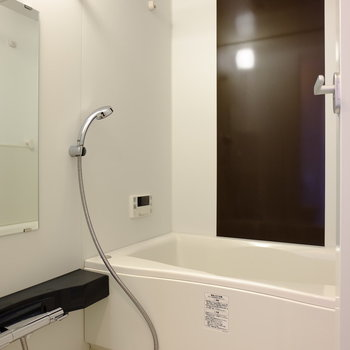 追い焚きと浴室乾燥で充実のお風呂(※写真は8階の同間取り別部屋のものです)