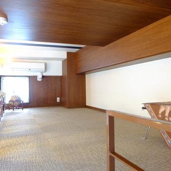 ロフトの天井は低め(※写真は8階の同間取り別部屋のものです)