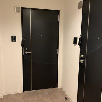共用部には扉が2つだけ。