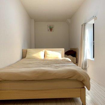 ロフト部分にはベッド