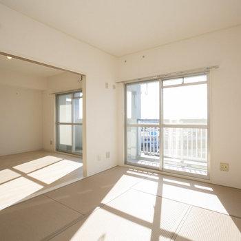 リビングお隣の和室の畳も、シックなカラーが使われていて、コーディネートバッチリです。