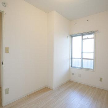 その向かい側に、4.1畳のお部屋がもうひとつ。