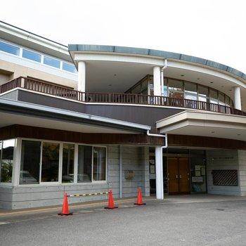 団地のお隣に岩崎台・香久山福祉会館。子育て世代のためのイベントも多く開かれますよ。