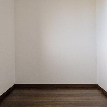 【フリースペース】本棚とか置いてもいいかも。※写真は2階の反転間取り別部屋のものです