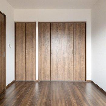 【洋室】振り返ると......※写真は2階の反転間取り別部屋のものです
