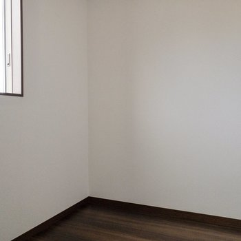 【フリースペース】デスクなど置くのにちょうど良い広さです。※写真は2階の反転間取り別部屋のものです