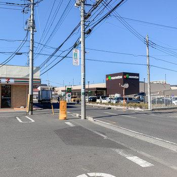 徒歩約2分のところに、スーパーとコンビニがありました。とても暮らしやすそうです。