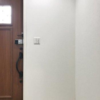 LDKと玄関のあいだにはスライドドアがあります。