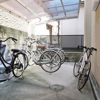 敷地内に自転車置き場があるので盗られる心配もないですね