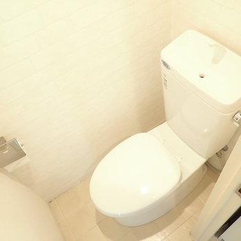 ウォシュレットはないですが綺麗なトイレです。※写真はクリーニング前です。