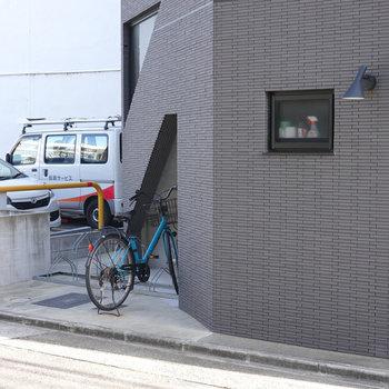 入り口横にも簡易的な自転車置き場があります。