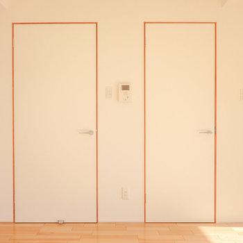 リビングの東側には2つのドア。まずは右から。