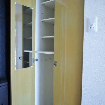 シューズボックスは普通サイズ。※写真は同タイプの別部屋のもの