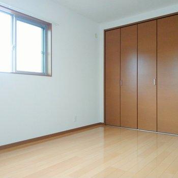 最後に奥の洋室。6.2帖と1番広いです。
