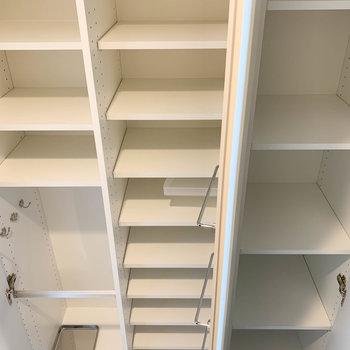 シューズボックス3棚。たっぷりサイズ。※写真は9階の同間取り別部屋のものです