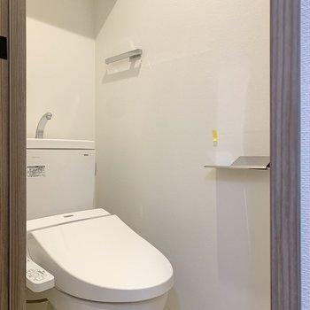 脱衣所にトイレがあります。個室なのでご安心を。※写真は前回募集時のものです
