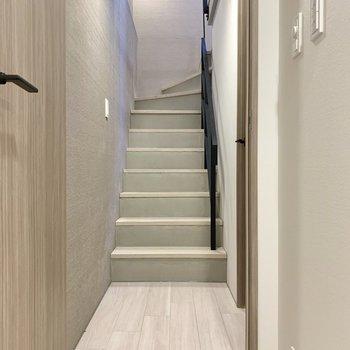さて、階段を上って地上に参ります。