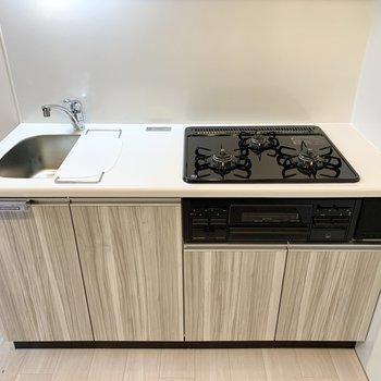 【キッチン5.6帖】シンクボードを掛けると調理スペースが広がります。