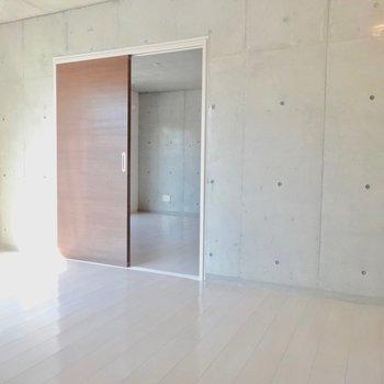 【LDK】寝室への扉※写真は前回募集時のものです