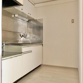 【DK】収納力のあるキッチンです。