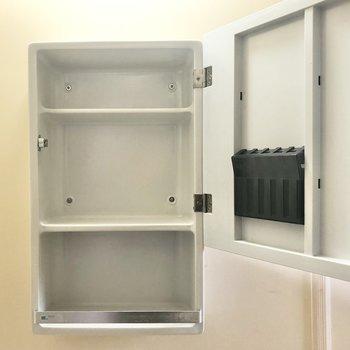 コンパクトな収納スペースもあります。