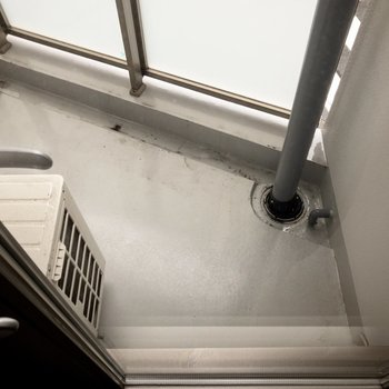 ベランダはコンパクトなサイズ感。※写真は2階の同間取り別部屋のものです