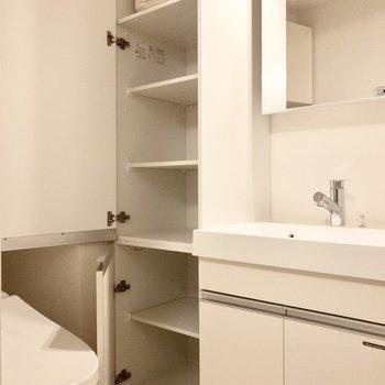 こちらの収納にはタオルや掃除用品をスッキリ収納!※写真は2階の同間取り別部屋のものです