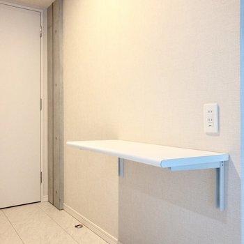 キッチン後方にはカウンターがあります。トースターやレンジはこちらにどうぞ~。※写真は2階の同間取り別部屋のものです