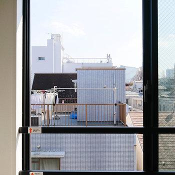 【2階・眺望】視線が上がって、新宿の摩天楼も見えてきました。