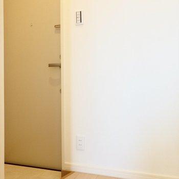 少々段差を下がって玄関スペース。※写真は前回募集時のものです