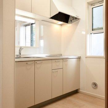 【LDK】小窓付きで匂いを気にせずお料理できます。※写真は前回募集時のものです