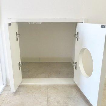 廊下へ出ると、左手の壁にトイレ専用スペースがありました。ありがたい。