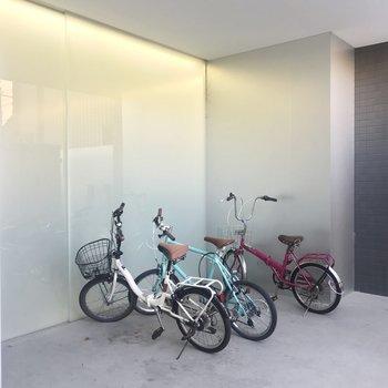 【共用部】駐輪場は入り口にあります。