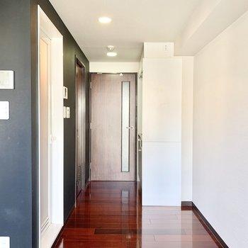 玄関から居室に入るのに一枚ドアがあるので落ち着きます。
