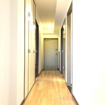 さて、廊下を歩きましょう…...