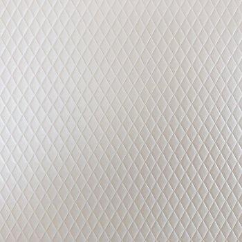 斜め格子状にでこぼこしています。