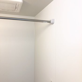 浴室乾燥を使うときはこのポールが役立ちます。