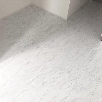 【DK】床面はこんな感じです。※写真は7階の反転間取り別部屋のものです